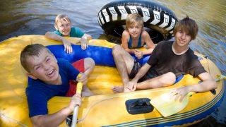 ラフティングは子供も一緒に楽しめる?川遊びを楽しもう!
